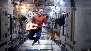 o-CHRIS-HADFIELD-SPACE-ODDITY-570