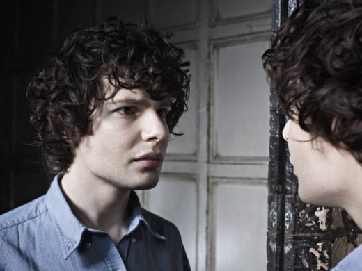 Simon-Amstell-Color-1-Photo-Credit-Richard-Grassie-520x390
