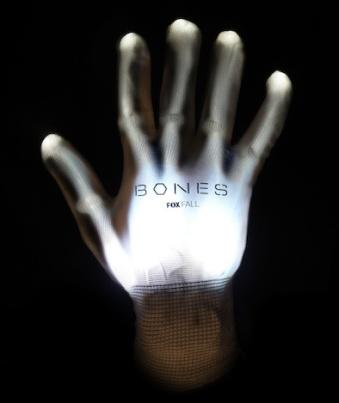 bones-comic-con-glove