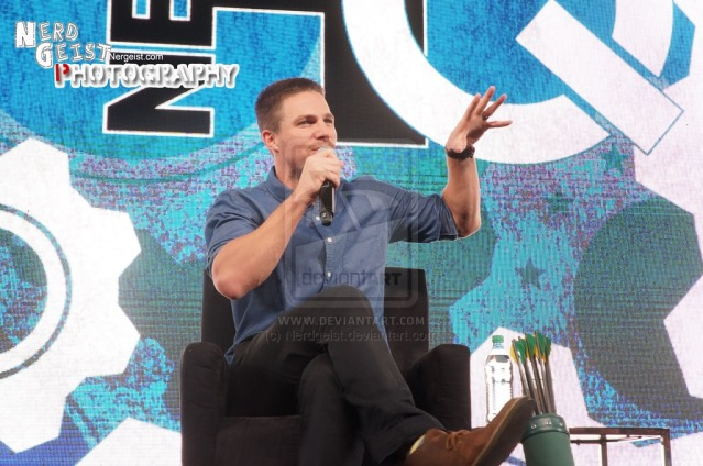 stephen_amell___green_arrow__at_nerd_hq_2014_by_nerdgeist-d7yo83o