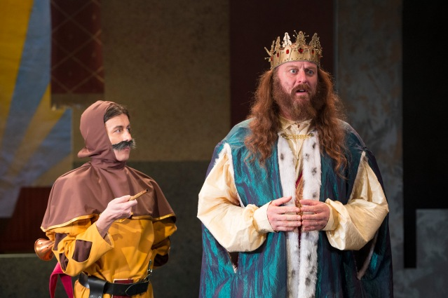 L to R – Tommy Wallace as 'Fang' and Richard Ashton as 'The King'
