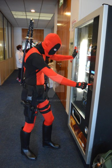 deadpool_vs_vending_machine_at_ireland_cosplay_con_by_nerdgeist-d8wo36z