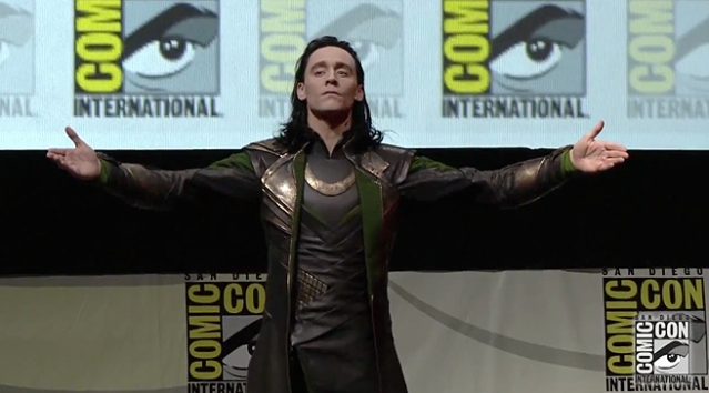 hiddleston-loki-sdcc-arms
