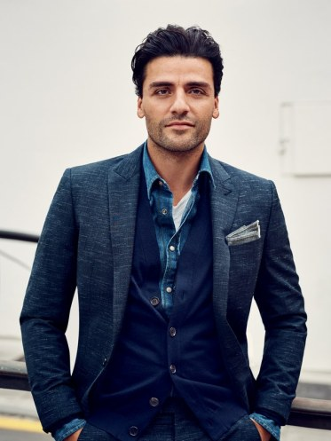 oscar-isaac-suits-gq-0116-4