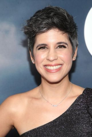 ashly-burch-at-mythic-quest-raven-s-banquet-premiere-in-los-angeles-01-29-2020-9_thumbnail